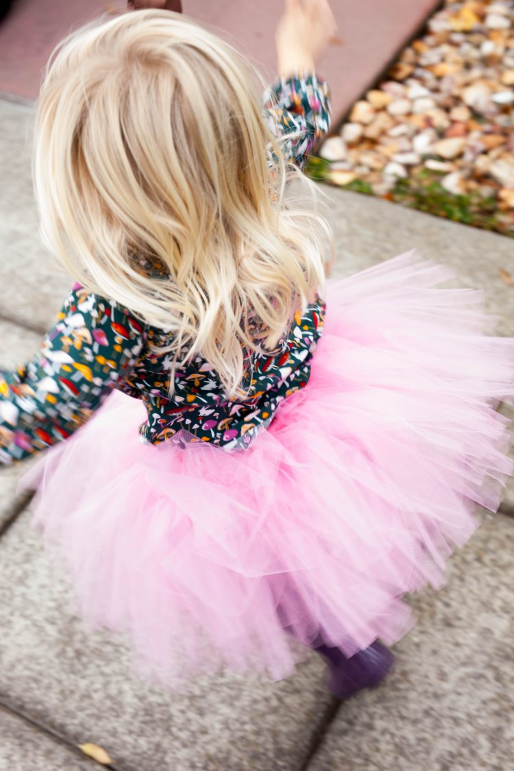 girl with pink tutu
